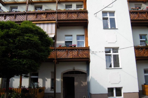 balkone-mietshaus2_1_holzba