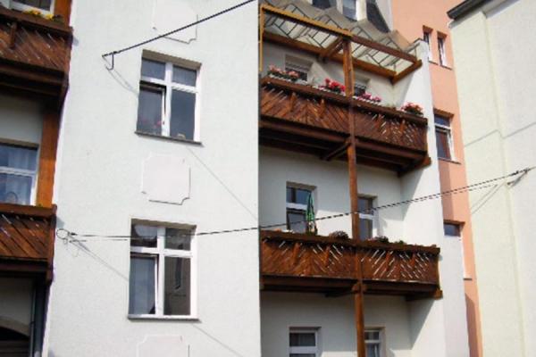 balkone-mietshaus2_2_holzba
