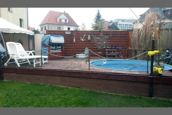 Sichtschutz, Terrasse mit Pooleinfassung_Holzbau-Steinbach GmbH
